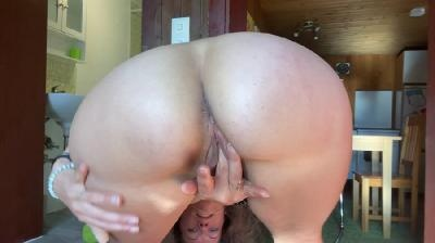 Slapping and Twerking big Ass before Shit & Squirt with VeganLinda (2021 | FullHD)
